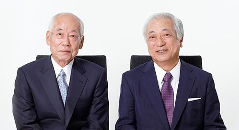 代表取締役会長 鈴木幸一、代表取締役社長 勝栄二郎  左:鈴木幸一、 右:勝栄二郎 インターネッ